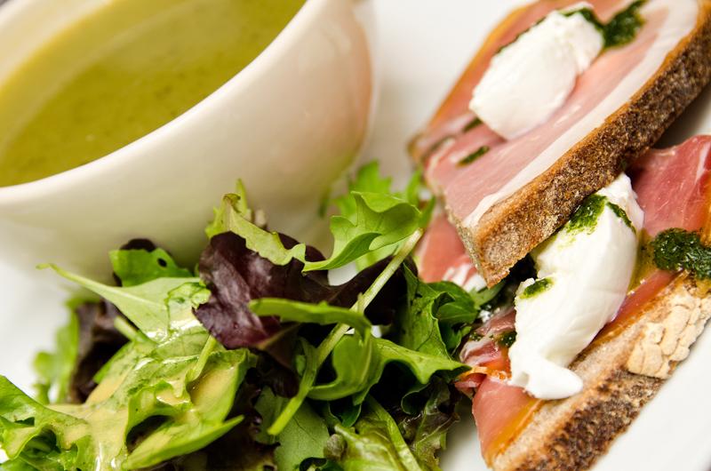 Przykładowy lunch w bardzo popularnej restauracji Le Pain Quotidien